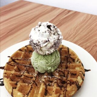 With fun flavours such as soy sauce and blue cheese, Happy Cream & Co. is the place many Bruneians head to for an ice cream adventure. We hope you're staying safe and healthy at home, and we can't wait for you to enjoy these delicious desserts on a trip to Brunei in the future.  📷 credit: Happy Cream & Co. #discoverbrunei #travelgram #instatravel #travelasia #travelinspiration #travelphotography #travel #wanderlust #destinationearth #seetheworld #brunei